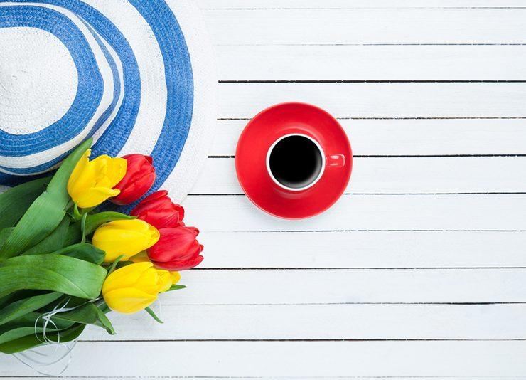 kahve ve çiçekler